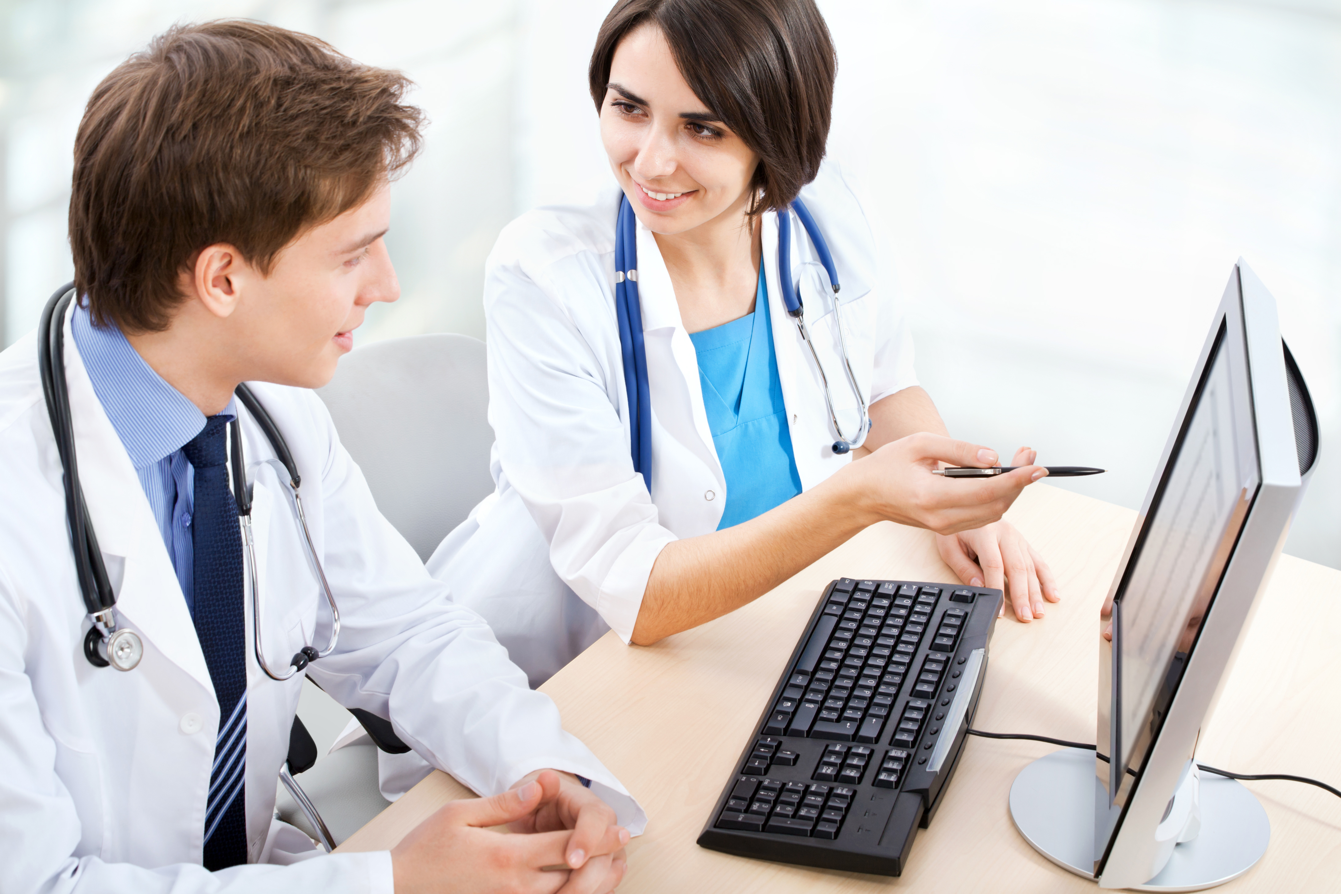 Картинка врач и компьютер